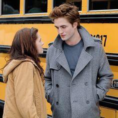 How nice they look together! Twilight Scenes, Twilight 2008, Twilight Saga Series, Twilight Quotes, Twilight Pictures, Twilight Movie, Twilight Cast, Twilight Edward, Edward Bella