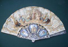 """Fan - Ventaglio dipinto con """"la gara delle Muse contro le Pieridi"""".Pelle su montatura Pompadour in madreperla. 1750"""
