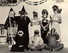 Vintage Halloween Photos, Halloween Costumes For Kids, Halloween Kids, Halloween Decorations, Trick R Treat, Halloween Celebration, Vintage Costumes, Vintage Children, Hobgoblin