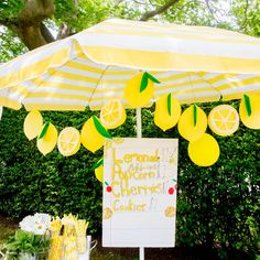 The Cutest Lemonade Stand Printables (+ A Giveaway with Darcy Miller!) - Studio DIY, The Cutest Lemonade Stand Printables (+ A Giveaway with Darcy Miller! Lemonade Stand Sign, Kids Lemonade Stands, Pink Lemonade Party, Lemon Party, Do It Yourself Inspiration, Fruit Party, Fruit Fruit, Fruit Stands, Party Themes