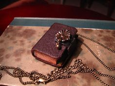 Little book neclace by Susanna, Sielunsolinaa.blogspot.com