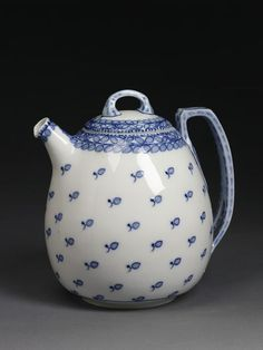 Coffee Tea Pot and lid, Richard Riemerschmid, Meissen Porcelain Factory, 1903-1905.
