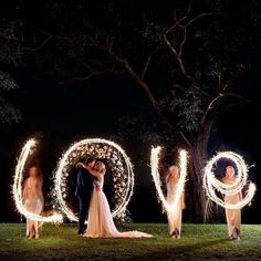 Romantic rustic country light wedding photo Mariage Rustique Top 20 Must See Night Wedding Photos with Lights Night Wedding Photos, Wedding Night, Wedding Photoshoot, Wedding Pictures, Fall Wedding, Wedding Ceremony, Dream Wedding, Light Wedding, Night Photos