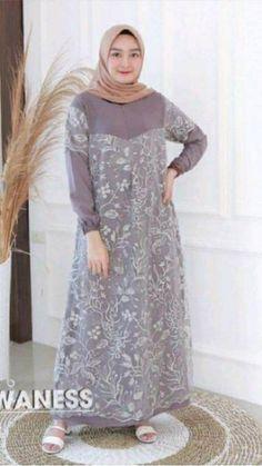 Muslim Fashion, Hijab Fashion, Girl Fashion, Fashion Outfits, Womens Fashion, Linen Dresses, Cute Dresses, Dress Muslim Modern, Kebaya Muslim