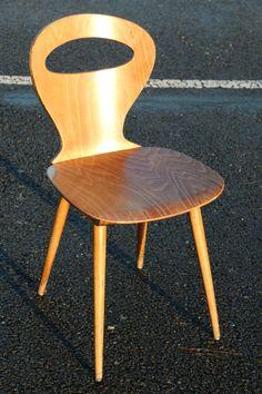 Chaises BAUMANNdes années 70 Design esprit scandinave Structure en bois moulé (9 épaisseurs) , bois ciré (teinte chêne clair) Chaiseextrêmement confortable(lors de l'assise, le dos est véritabl...