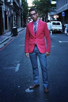Brown lace shoes, levi jean, Red/Coral jacket and tie of choice. Coral Jacket, Coral Pants, Blazers For Men Casual, Casual Blazer, Levis 501, Dandy, Look Fashion, Mens Fashion, Fashion Hub