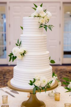 Classic Black-Tie Wedding with Gold and White Details - MODwedding - Featured Photographer: Krista Joy Photography; Black Wedding Cakes, Elegant Wedding Cakes, Black Tie Wedding, Mod Wedding, Wedding Cake Designs, Wedding Cake Toppers, Wedding Day, Wedding Cake Simple, Wedding Vows