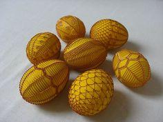 Vajíčka zdobená drátkem Egg Tree, Miniature Trees, Cover Pics, Egg Decorating, Egg Shells, Pavlova, Globes, Wire Wrapped Jewelry, Wire Wrapping