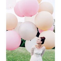 Bubblegum balloons and this bridal portrait makes heart soar to new heights. Love these for a fun photo prop.