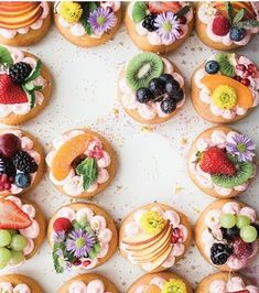 Dress up donuts with fresh fruit for a pretty summer party idea! Colorful Desserts, Great Desserts, Dessert Recipes, Beautiful Desserts, Healthy Desserts, Dessert Simple, Famous Desserts, Intuitive Eating, Homemade Cookies