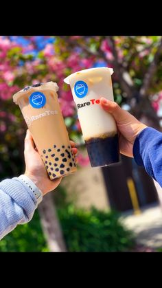 Start making your own DIY boba milk tea at home! Starbucks Recipes, Starbucks Drinks, Coffee Drinks, Yummy Drinks, Healthy Drinks, Yummy Food, Healthy Tips, Healthy Recipes, Tea Recipes