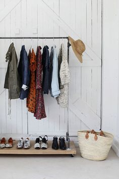 21 Really Inspiring Makeshift Closet Designs For Small Spaces Makeshift Closet, Garment Racks, Decoration Inspiration, Closet Designs, Interiores Design, Interior And Exterior, Interior Modern, Small Spaces, Sweet Home