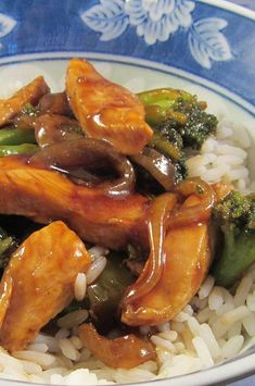 "Broccoli and Chicken Stir-Fry | ""There is simplicity and depth of flavor packed in every single bite. It felt like I was eating gourmet Chinese food from P.F. Changs. I vow to never order this as takeout EVER AGAIN!"" #copycat #copycatrecipes Chicken Stir Fry, Fried Chicken, Stir Fry Recipes, Cooking Recipes, Drink Recipes, Taiwanese Cuisine, Taiwan Food, Quick Weeknight Dinners, Chicken And Vegetables"