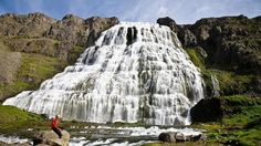 Cascada de Dynjandifoss: cien metros de caída de agua.- Islandia