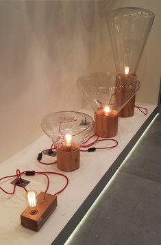 Luminárias  incríveis de chão com base de madeira. Amazing Floor Lamp with wood base.