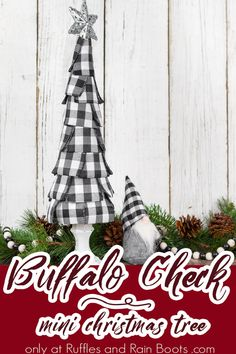 Boss Christmas Presents, Mini Christmas Tree, Christmas Ornaments, Christmas Projects, Holiday Crafts, Holiday Fun, Decorating Ornaments, Christmas Decorations, Scandinavian Christmas Trees