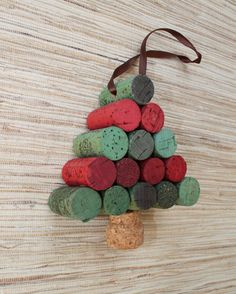 Wine Cork Christmas Tree Ornament - I have so many corks...Great project to do with the girls for Christmas!