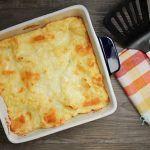 CARTOFI COPTI CU MOZZARELLA (RETETA VIDEO) Healthy Meals For Kids, Healthy Recipes, Mozzarella, Cornbread, Macaroni And Cheese, Lunch, Dinner, Ethnic Recipes, Food
