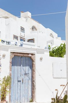 Where to stay in Santorini Greece - helping you choose your perfect Santorini Greece hotel Hotels In Santorini Greece, Santorini Beaches, Santorini Honeymoon, Santorini Island, Greece Vacation, Greece Travel, White Paint House, Things To Do In Santorini, Greek Island Hopping