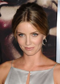 Annabelle Wallis appear at 'Annabelle' screening - http://celebs-life.com/?p=39432