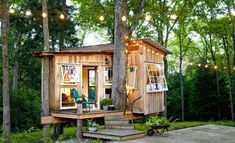 The tiny house movement isn't necessarily about sacrifice. Check out these small house pictures and plans that maximize both function and style! These best tiny homes are just as functional as they are adorable. Backyard Treehouse, Backyard Retreat, Treehouse Kids, Cozy Backyard, Backyard Ideas, Best Tiny House, Tiny House Plans, Tiny Cabin Plans, Tiny Cabins