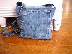 DIY Crafts with Old Denim Jeans – DIY Denim Messenger Bag – Cool Projects and Fashion You Can Make With Old Jeans – Fun Crafts for Teens and Adults, Inexpensive Ones! Jean Crafts, Denim Crafts, Diy Jeans, Kleidung Design, Denim Handbags, Gucci Handbags, Handbags Online, Jean Purses, Denim Ideas