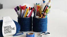 Pot à crayons en boîte de conserve et laine 🖋 DIY Wool And The Gang, Pot A Crayon, Pots, Chaise Vintage, Crayons, Art Supplies, Amazing, Quelque Chose, Comme