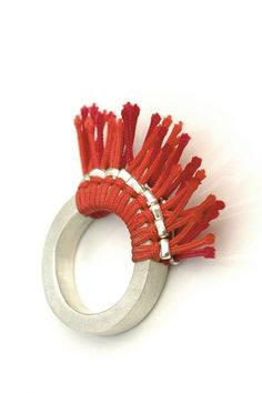 Julie Decubber - bague FLOCHES - fiber, fabric, textile jewelry