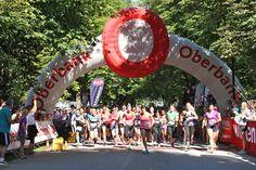 Beim 10. Salzburger Frauenlauf hat die Pinzgauerin Cornelia Moser am Sonntag in der Stadt Salzburg sowohl das 5,4-Kilometer-Rennen als auch die Zehn-Kilometer-Distanz für sich entscheiden können. Zahlreiche Salzburgerinnen gingen bei sonnigem Wetter im Volksgarten an den Start.
