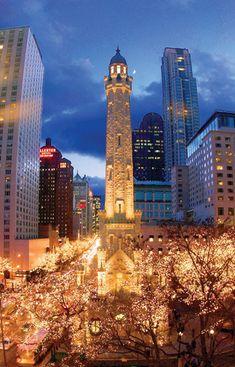Magnificent Mile, #Chicago, Illinois | #travel #CitiesAtNight