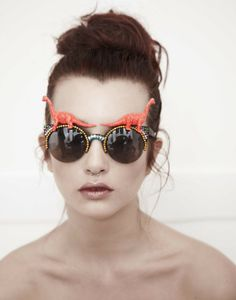 Goofy glasses. talk about embellished sunglasses... ahhhh que bellossss dinosauriossss