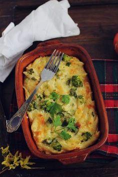 Souffle de paste cu broccoli si sos de smantana. O alternativa la vesnicele paste gratinate. Puteti adauga orice legume doriti, eu am ales broccoli.