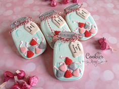 Kisses for Mommy | Cookies by Missy Sue      https://www.facebook.com/cookiesbymissysue