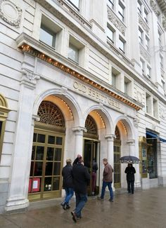 Why Washington DC institution Old Ebbitt Grill isn't worth the hype! Lush Lawn, Award Winning Books, House Of Cards, Charlottesville, Blooming Flowers, Open Up, Us Travel, Washington Dc, Street View