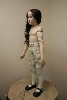 Кто эта красавица? Девочки, помогите опознать куколку. Я нашла это фото в Интернете, к сожалению нигде нe было никакого описания.