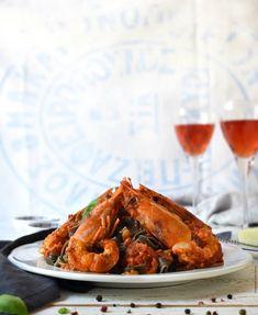 Γαριδομακαρονάδα με χυλοπίτες με μελάνι σουπιάς – Let's Treat Ourselves Chicken Wings, Shrimp, Food Photography, Treats, Recipes, Sweet Like Candy, Rezepte, Recipe
