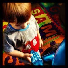 BlueAlien makes friends with Benjamin.