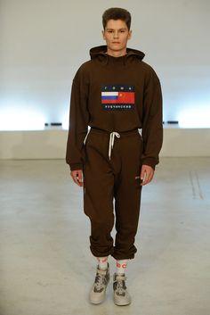 Gosha Rubchinskiy Fall 2015 Menswear Fashion Show Dope Fashion, Trendy Fashion, Fashion Brands, Fashion Show, Mens Fashion, Fashion Designers, Runway Fashion, High Fashion, Men Street