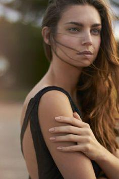 7 Trendy Wedding Manicure Ideas | 4. Nude nails