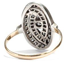Im Sog der Moderne - Ausdrucksstarker Ring des Art Déco aus Gold, Silber & Diamanten, um 1925. Photo © 2016 Hofer Antikschmuck Berlin