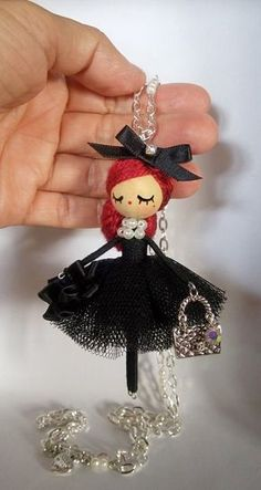 Necklace jewelry doll OOAK by Delafelicidad on Etsy Halskette Schmuck Puppe OOAK von Delafelicidad auf Etsy Yarn Dolls, Felt Dolls, Doll Crafts, Bead Crafts, Diy Jewelry For Beginners, Clothespin Dolls, Tiny Dolls, Flower Fairies, Miniature Dolls