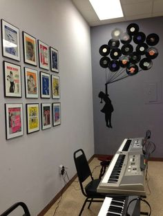 Old sheet music framed. Little girl painted on the wall and vinyl records pulling her away like balloons. Love this for a music room. Music Studio Decor, Music Wall Decor, Record Decor, Record Display, Music Classroom, Classroom Decor, Home Studio Musik, Band Rooms, Deco Studio