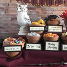 How to setup the Ultimate Harry Potter Candy Bar – KDO Designs Harry Potter Teachers, Harry Potter Desserts, Harry Potter Candy, Harry Potter Party Decorations, Harry Potter Classroom, Harry Potter Baby Shower, Harry Potter Food, Harry Potter Birthday, Slytherin