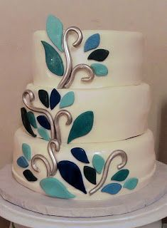 I like this Peacock Cake - simply, and not over the top on the theme..