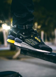 Asics Gel Respector: Black/Yellow