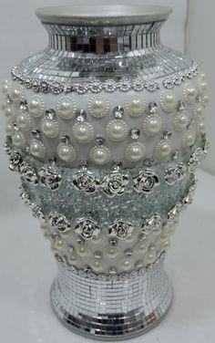 rocio zapata's media content and analytics Mosaic Vase, Mosaic Diy, Wedding Vase Centerpieces, Diy Wedding Decorations, Wedding Cake Pearls, Diy Recycling, Doll House Crafts, Clay Design, Wine Bottle Crafts