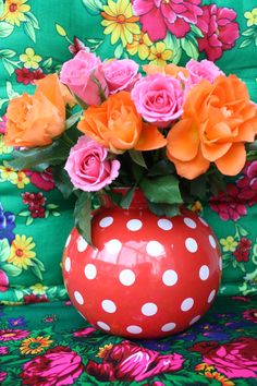 Orange  pink roses + round polkadotted vase = so whimsical!  How can that not make you smile?
