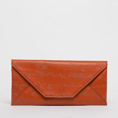 Smith Journeyman Travel envelope allows for easy access of travel essentials when you are on the road. Featuring a stylishly streamlined design, it can also do double duty as a chic clutch for evenings out on the town.