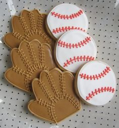 Baseball and Baseball Mitt Decorated Cookies - cute way to do a mitt, I never can find a way to pipe mitts that I like Summer Cookies, Fancy Cookies, Cut Out Cookies, Iced Cookies, Cute Cookies, Royal Icing Cookies, Cookies Et Biscuits, Cupcake Cookies, Flower Cookies
