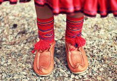 Traditional shoes worn by a Saami girl in Karasjok, Norway with woven shoe bands. Photo by M. Schantz on Flickr